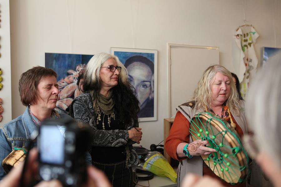 Spirituele opening door: Niamh Ni Broin en Anita Borst