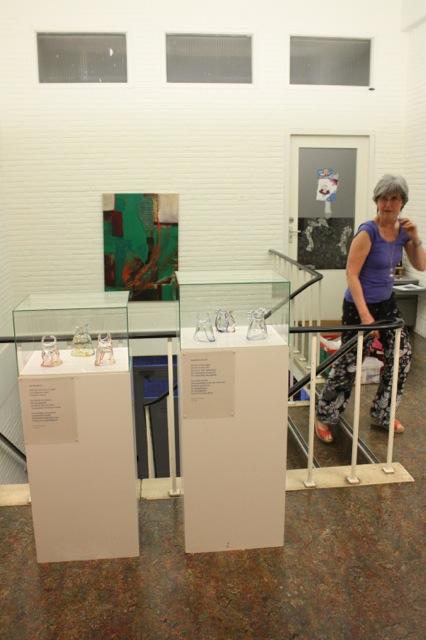 'Boeddhienen': glazen zakken van Annelien van Kempen